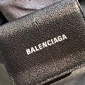 バレンシアガの財布20選。メンズにおすすめのアイテムは、これ