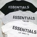 エフオージーエッセンシャルズのTシャツで体現するラグジュアリーなストリートスタイル
