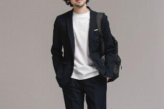 現代のビジネスシーンにマッチする、ナノ・ユニバースのスーツスタイル
