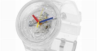 まさにクラゲのような透明感。新旧モデルのいいとこ取りな腕時計で、春を軽快に