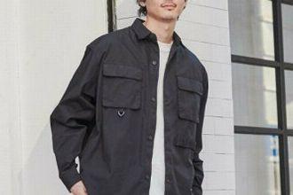 黒シャツをワードローブに。おしゃれに着こなす3つの方法とコーデ集