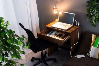 省スペースがいいね。パソコンデスクはコンパクトなタイプが狙い目