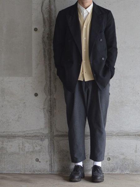 リラックスムードのジャケットコーデに、Uチップのカジュアルさが似合う