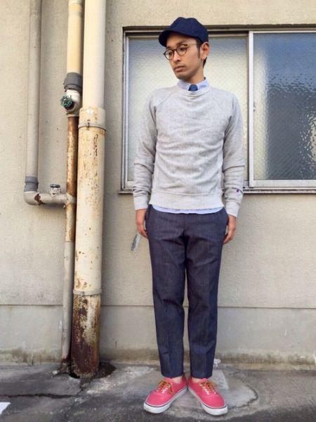 着こなしグッドサンプル、共通キーワードはシャツとスウェットのカラーバランス 4枚目の画像
