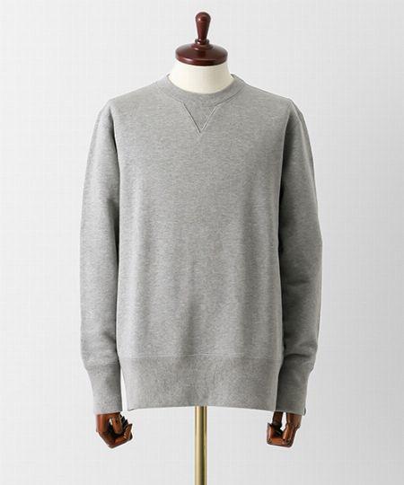どんなスウェットがシャツと重ねやすいか