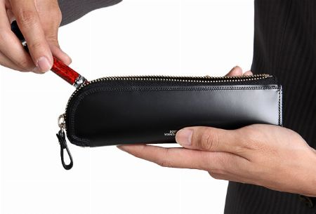 ビジネスシーンにもギフトにも。大人が持ちたい革製のペンケース