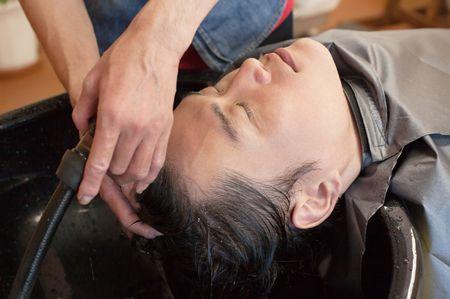 雑学6:美容師の手荒れを防ぐためにも頭皮のためにも、シャンプーはぬるま湯がベスト