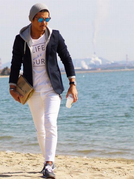 (C)白Tシャツ+(E)ジップアップパーカー+(G)ホワイトジーンズ