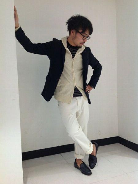 (D)ボーダーカットソー+(E)ジップアップパーカー+(G)ホワイトジーンズ+(J)短靴