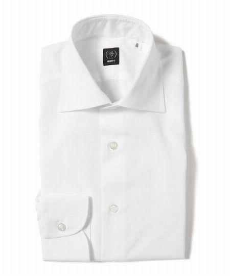 「シャツ」は白無地が一般的