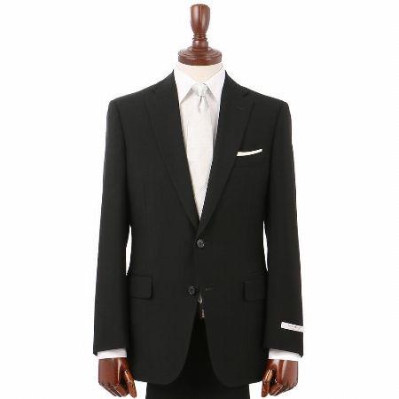 どんな会場でも間違いない。ブラックスーツは結婚式の鉄板