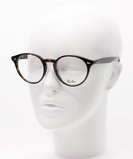 知っておきたい、ボストン型メガネの似合う顔型と好相性な着こなしについて