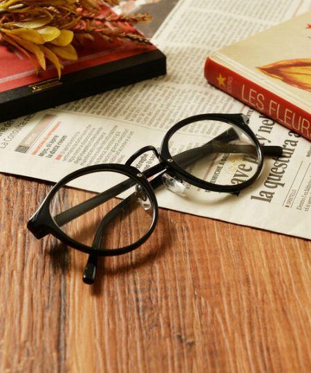 程良いレトロ感とマイルドさ。ボストン型メガネが今、人気です