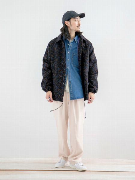 春のファッションに◎。デニムシャツの着こなし 2枚目の画像