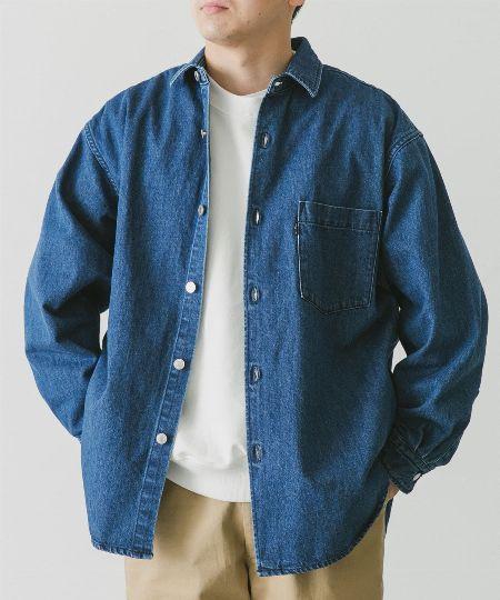 インディゴブルーのデニムシャツを選ぶこと