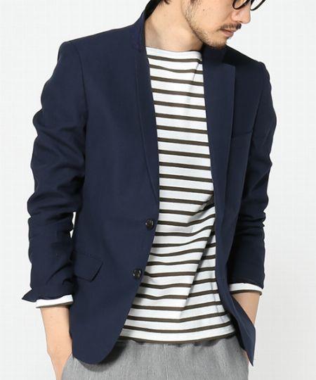 大人に品格を与えるジャケットは、奇をてらわず、着回しの利く色を