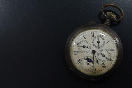 ポケットから出さずに、時間を確認できる時計が欲しい