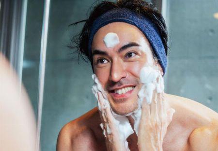 ▼ステップ1:「洗顔」はメンズスキンケアで最も大切な基本です