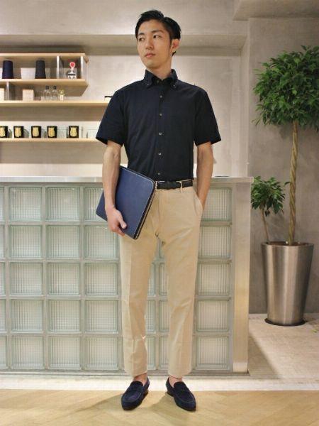 ポロシャツと相性の良いパンツは?