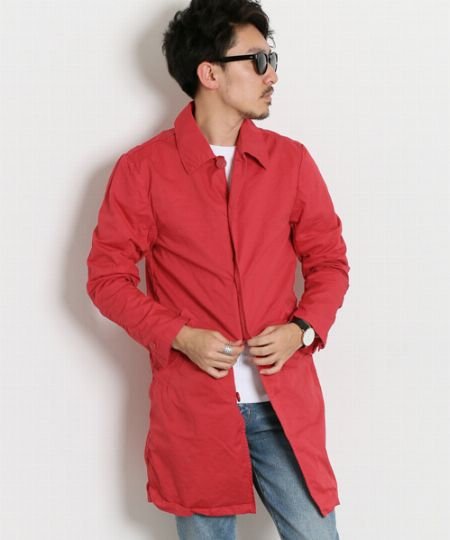 ステンカラーコートで赤を投入