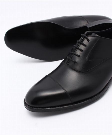 革靴の素材といえば、牛革が定番