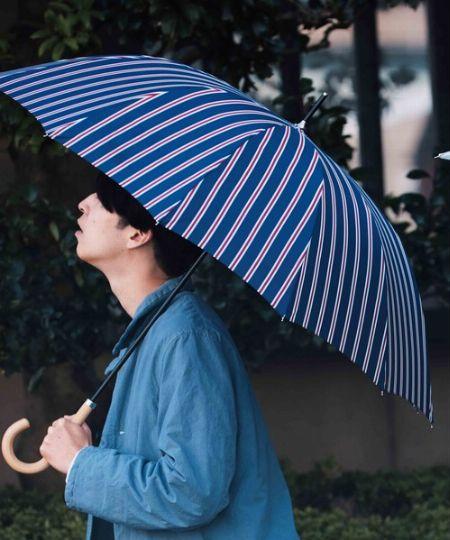 お気に入りの1本があれば雨の日でも楽しめる。傘までしっかりこだわろう
