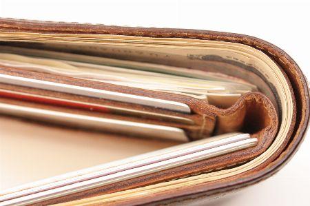 大人の定番。二つ折り財布が支持される理由 2枚目の画像