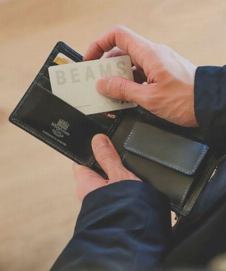 お札・小銭・カードのスペースがきちんと設けられている