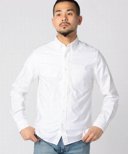 カジュアルシャツは2枚。白やギンガムなら使い回しやすい