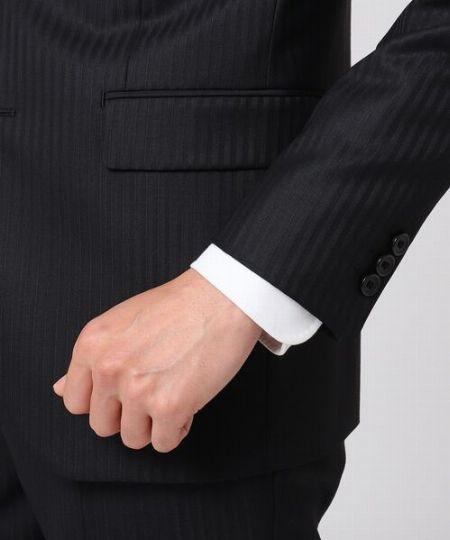 シャツのカフスはジャケットから1~2cm覗くのが正解