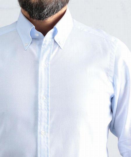 肩の縫い目はジャストor少し内側に入っているのがベスト