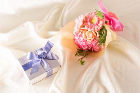 彼女へ贈るなら「ロマンチックムードUP系」プレゼント