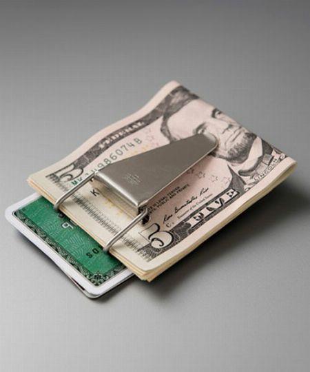 お札やカードをスマートに持ち歩ける、マネークリップとは