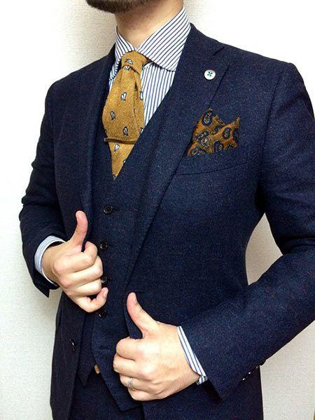 ポケットチーフ初心者は、チーフとネクタイの色みを合わせて
