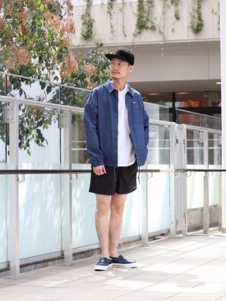 膝上丈ショーツで、アクティブな印象を強める