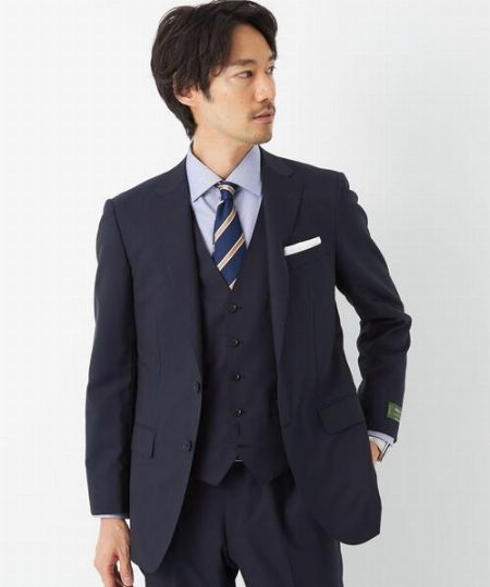 人気&定番ブランドのスーツを選ぶメリットとは?