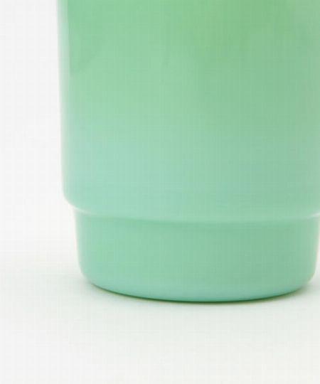 """ブランドを象徴する素材""""ミルクガラス""""が、飲み物をより美しく見せる"""