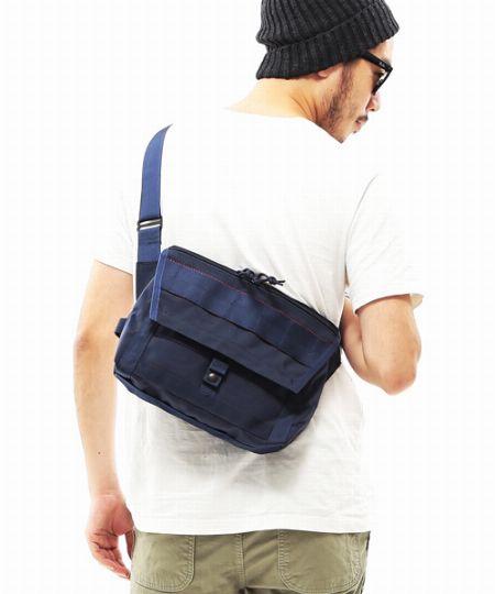 荷物の分量に見合ったバッグは、見た目にもすっきり