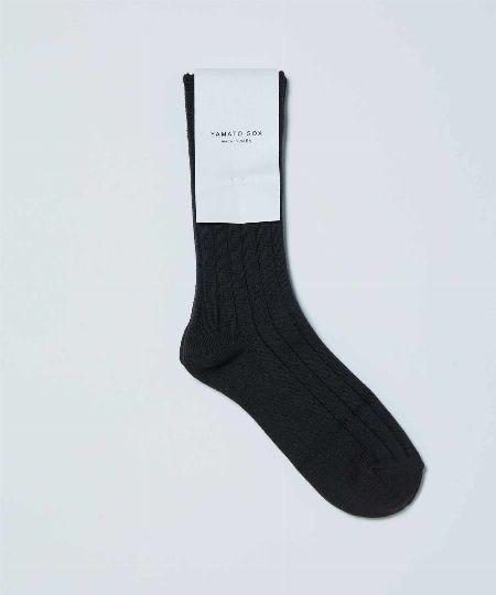 ▼法則3:靴下の色に迷ったら、モノトーンorサンダルと同色を選べば間違いナシ