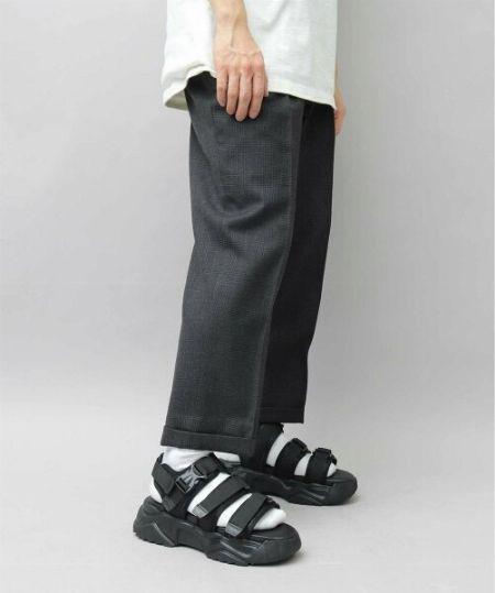 ▼法則1:サンダルはベーシックカラーがおすすめ。さまざまな靴下との相性◎