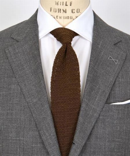 ネクタイやチーフを活用してコーデの華やかさをアップ