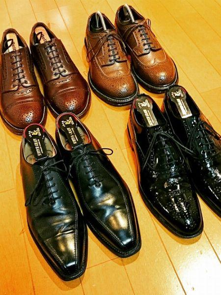 一日履いてくたびれた、靴の形を整える