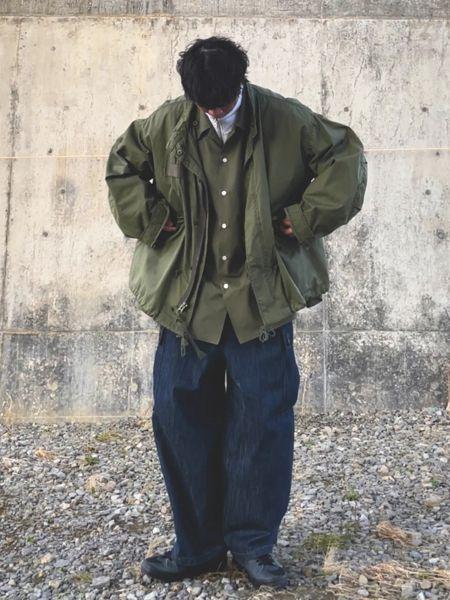 ▼カーキシャツ×インディゴジーンズの着こなし