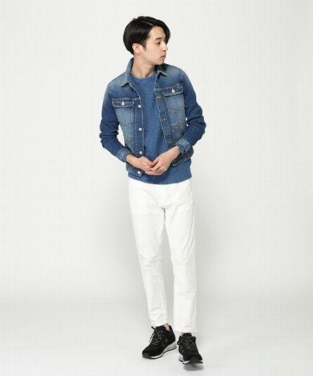 ブルー×ホワイトのツートンカラーが爽快な着こなし