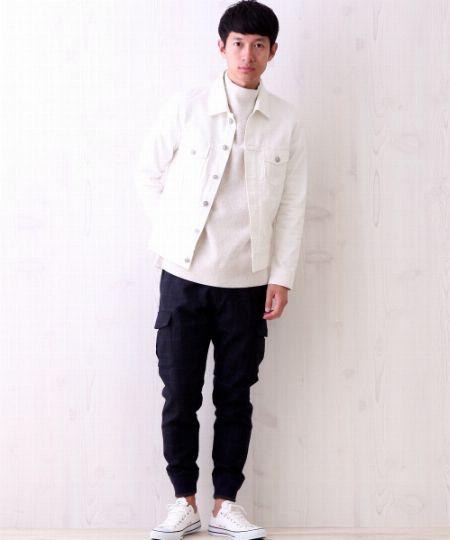 ホワイト×ブラックのバイカラースタイルが新鮮