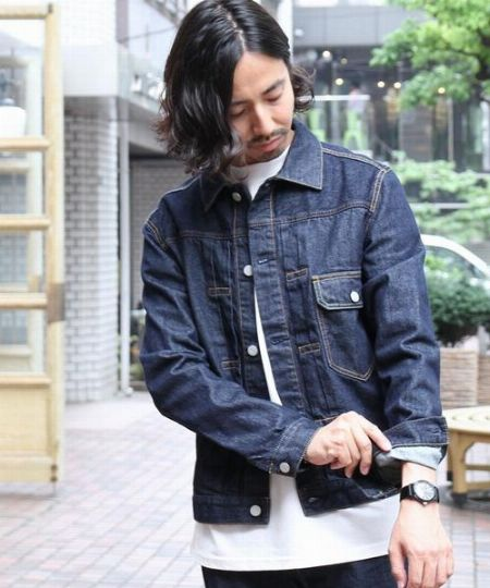 ▼濃紺デニムジャケットの着こなしのコツ