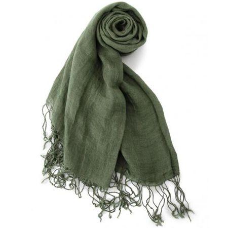 『リーバイス』のソリッドカラースカーフ