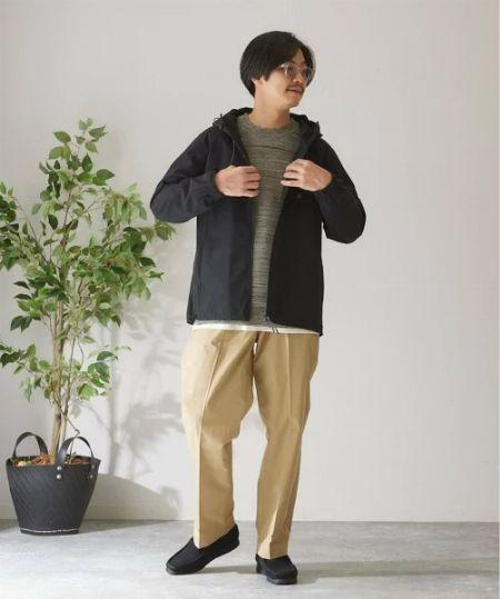 「最高気温15度」の服装は、ニット×ライトアウターで防寒&大人らしさを確保