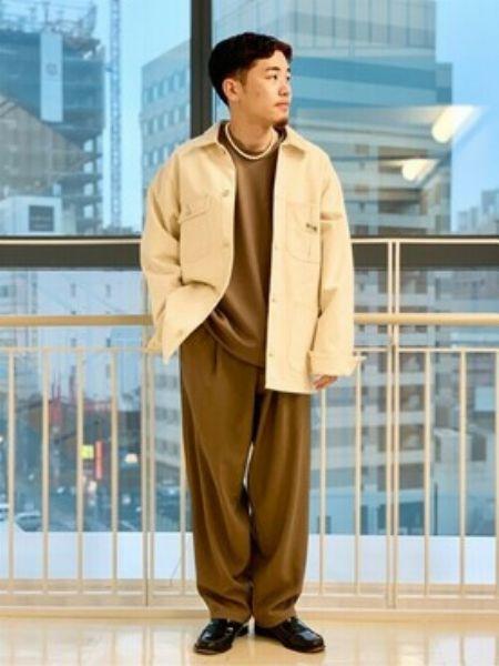 ゆるめのシャツジャケット×細身パンツで秋スタイルに抑揚を
