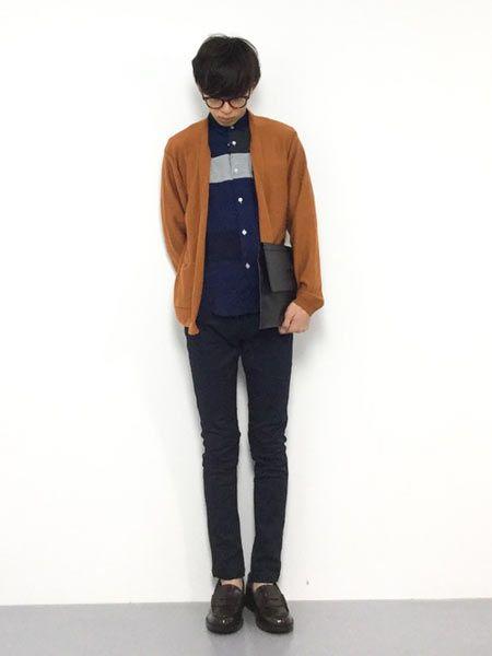 秋に最適なシャツ×カーディガンコーデ